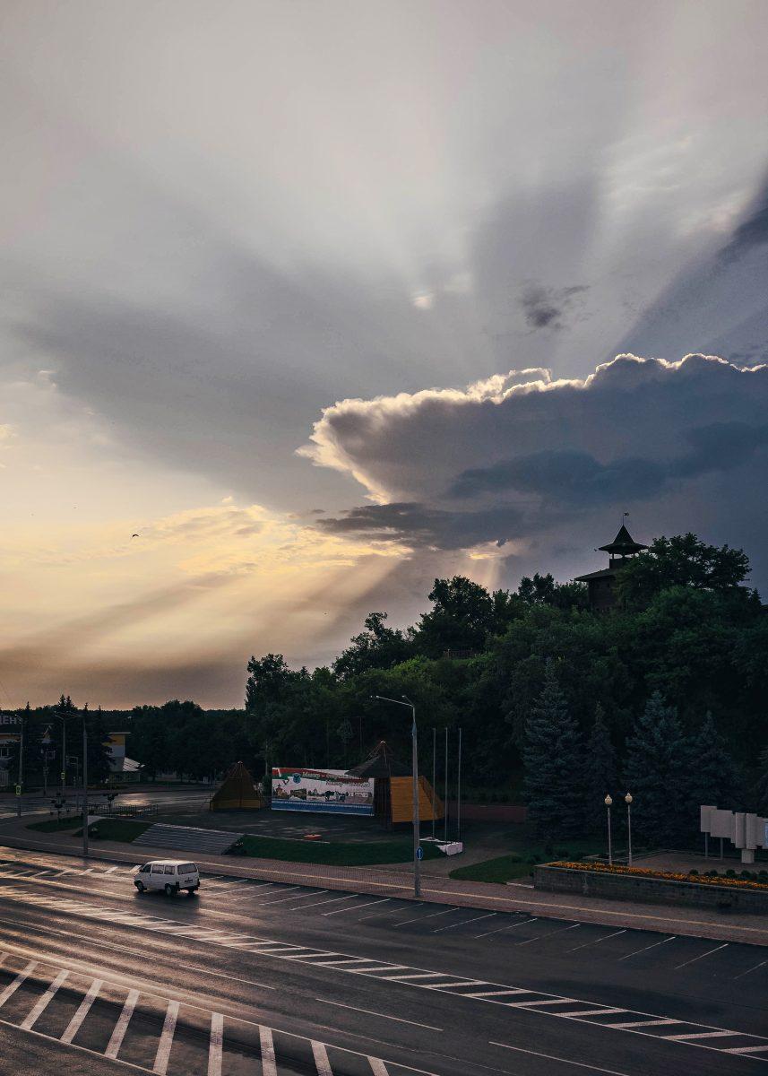 Разрезая облака